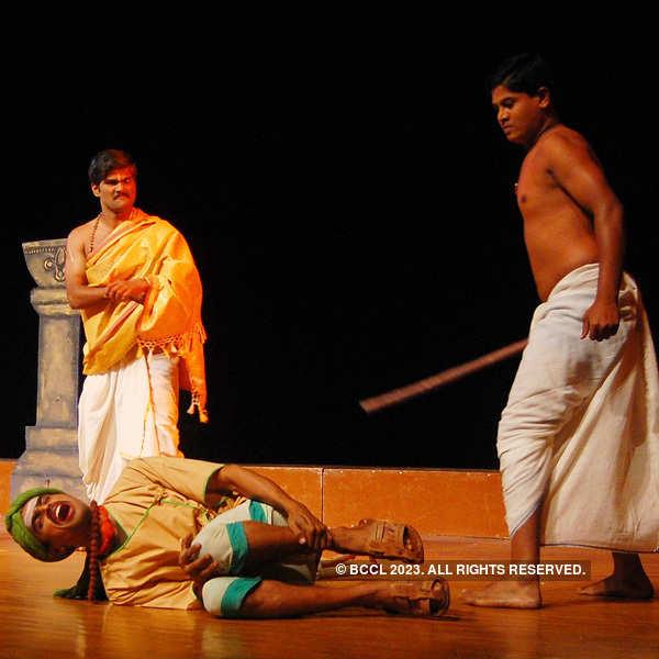Play: Marn hi Mahanvmi