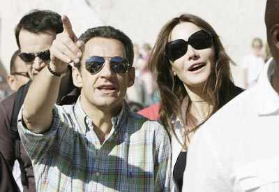 French President Nicolas Sarkozy And His Girlfriend Model And Singer Carla Bruni Visit The Valley Of The Kings In Luxor Egypt On December 26 2007 Photogallery