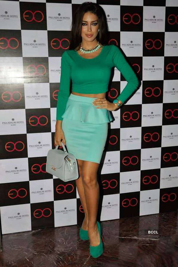 Celebs @ Lounge launch party