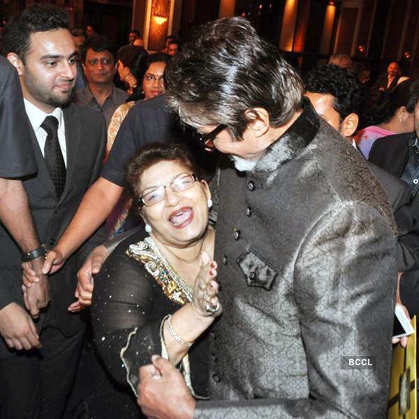 Saroj Khan with Amitabh Bachchan at Senior Citizen Awards 2013 ...