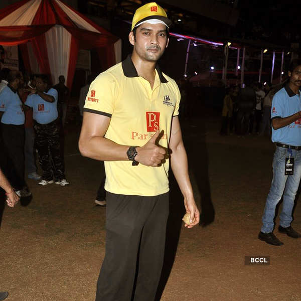 Celebs @ charity cricket match