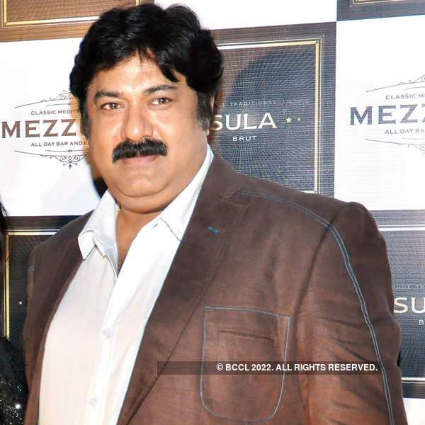 Anjan and Suchhonda Chatterjee hosts a party