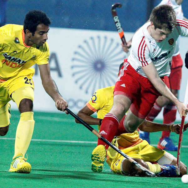 Inane India lose to efficient England in HWL opener