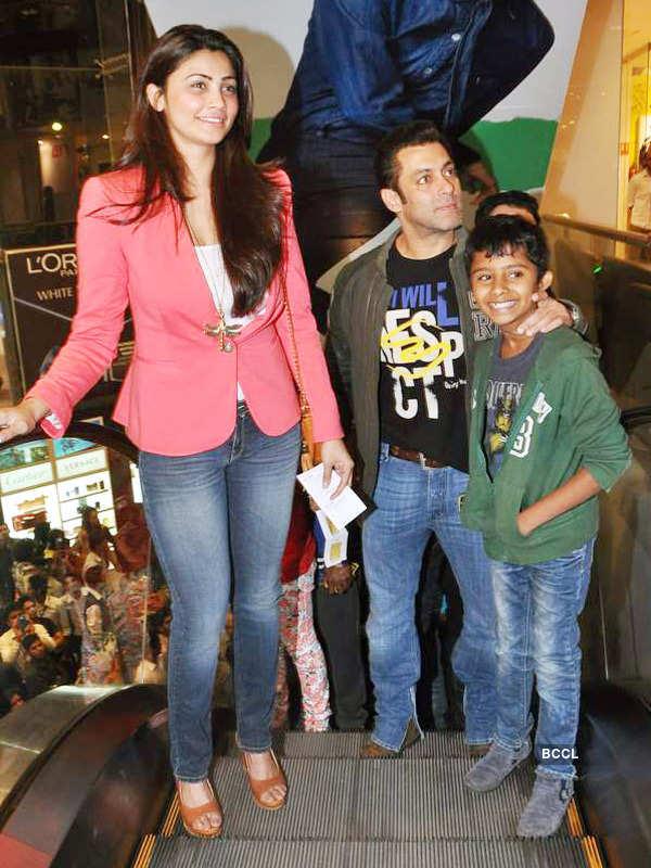 Salman watches Sholay 3D