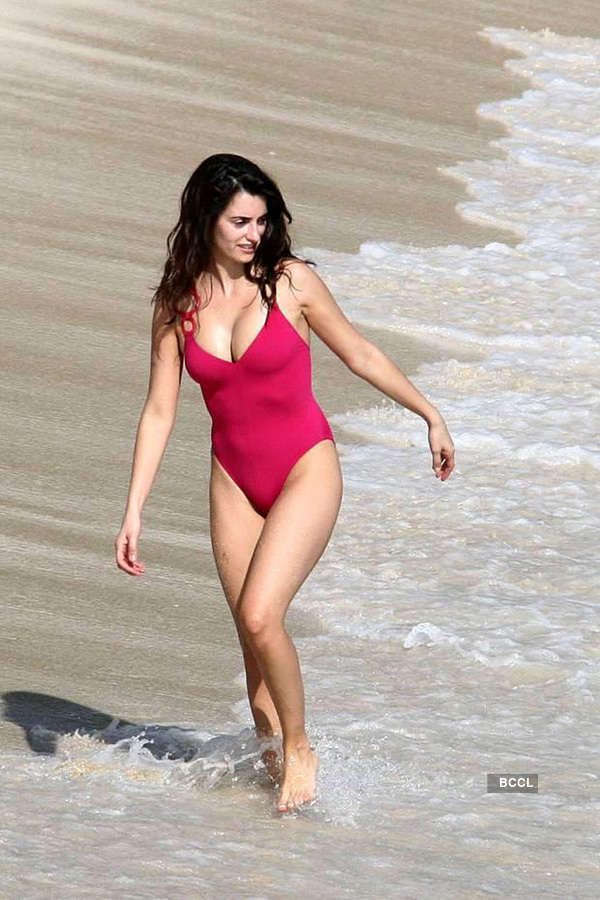 Celebrity hot beach bodies