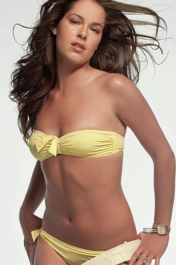 Ana Ivanovic, the tennis hottie from Serbia, looks stunning in a yellow  bikini.