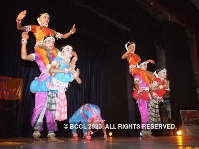 Performance by Oriyan dancers