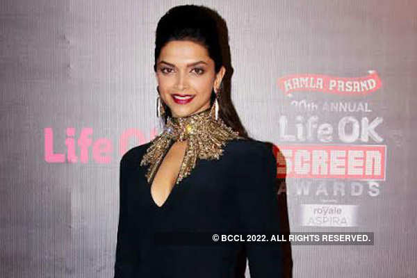 Deepika Padukone- the pefect style diva at award functions?