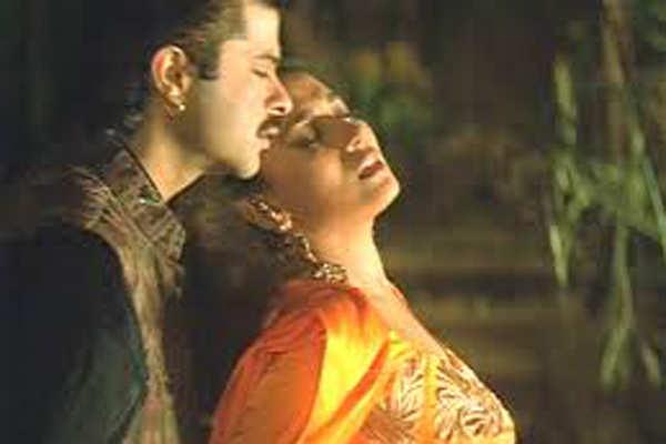 Anil kapoor kissing scenes