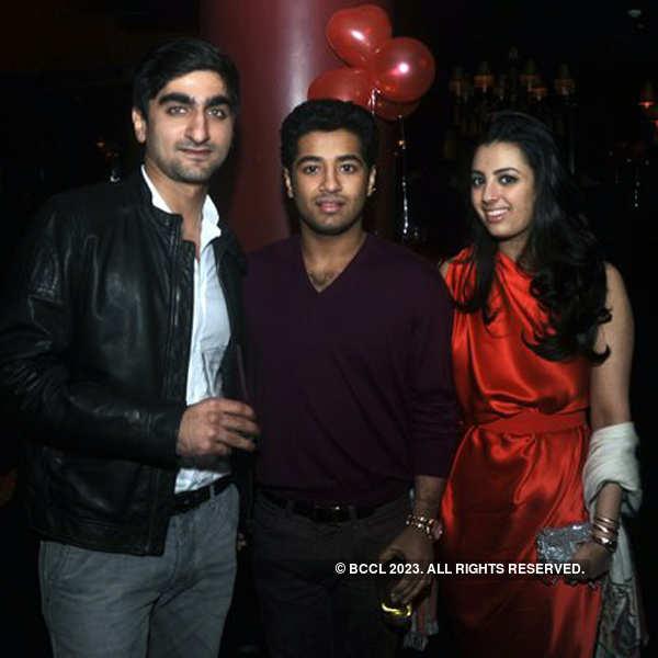 Roop, Bela's Valentine's Day party