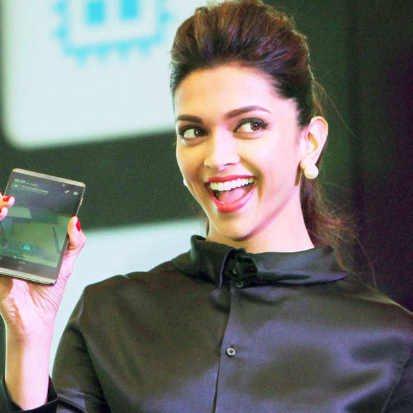 Deepika launches HP Slate VoiceTab