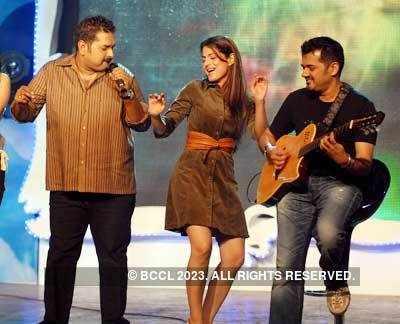 Performance: 'Thoda Pyar..'