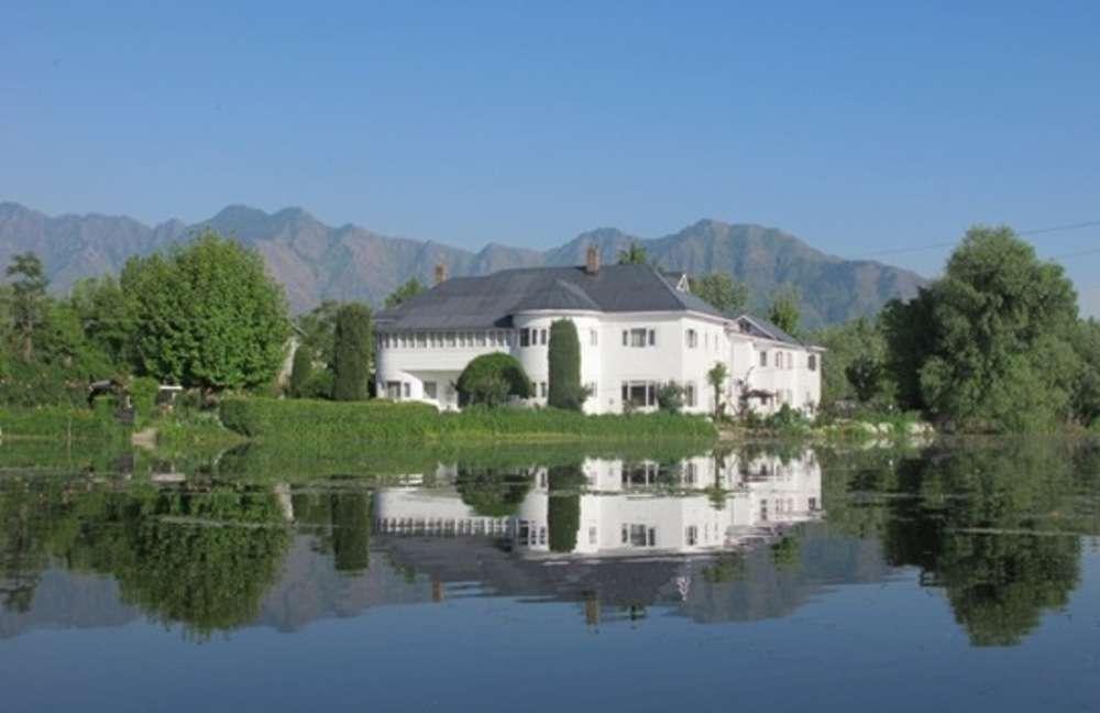 6 luxury beds in Srinagar
