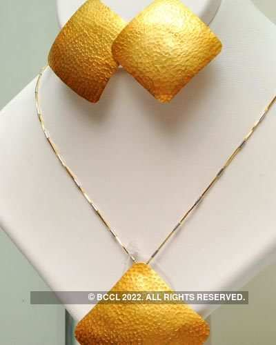 Gold jewellery at GRT