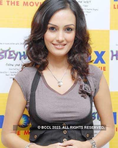 Nisha Rawal in city