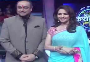 Spotted: Madhuri Dixit-Nene on sets of 'Kon Hoeel Marathi Crorepati'