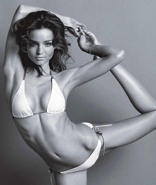Miranda Kerr shows off her toned body