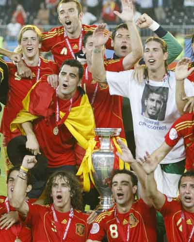 Spain lift Euro 2008 title