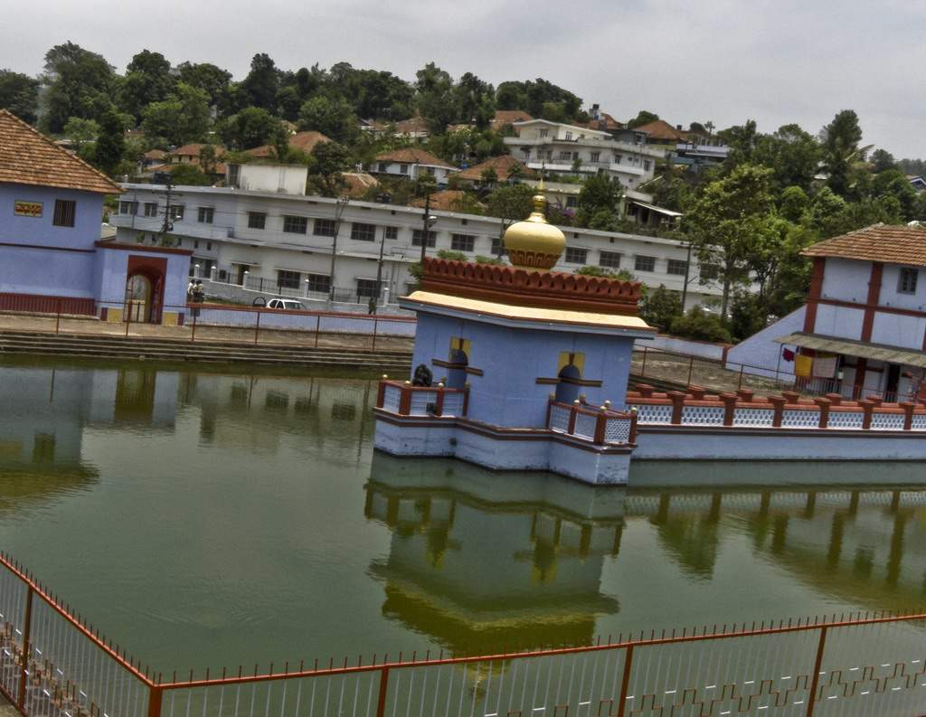 Omkareshwar Temple - Coorg: Get the Detail of Omkareshwar