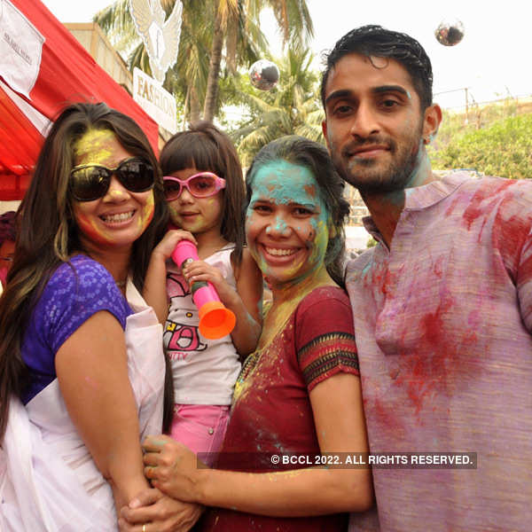 Tolly stars celebrate Holi
