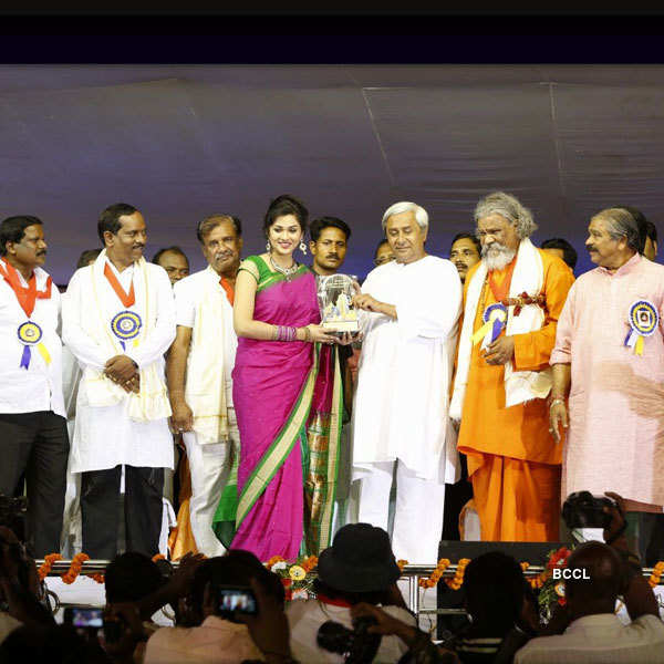 Ipsita Pati honoured with 'Youth Icon' Award
