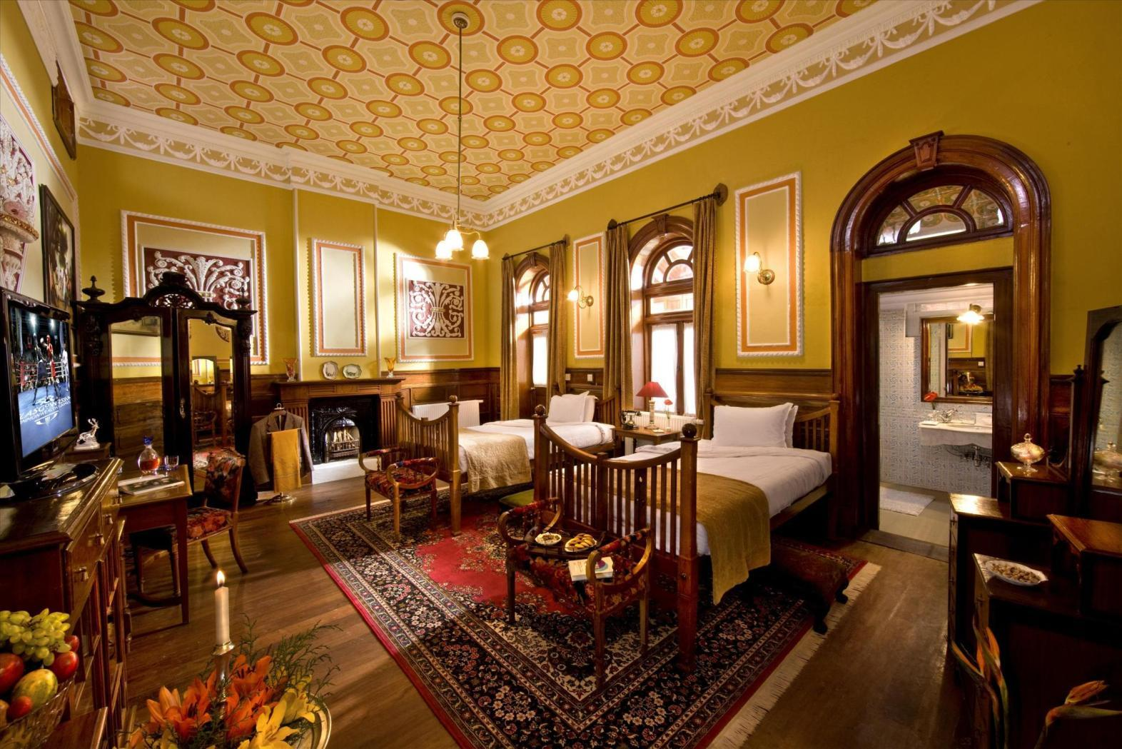 WelcomHeritage Ferrnhills Royale Palace