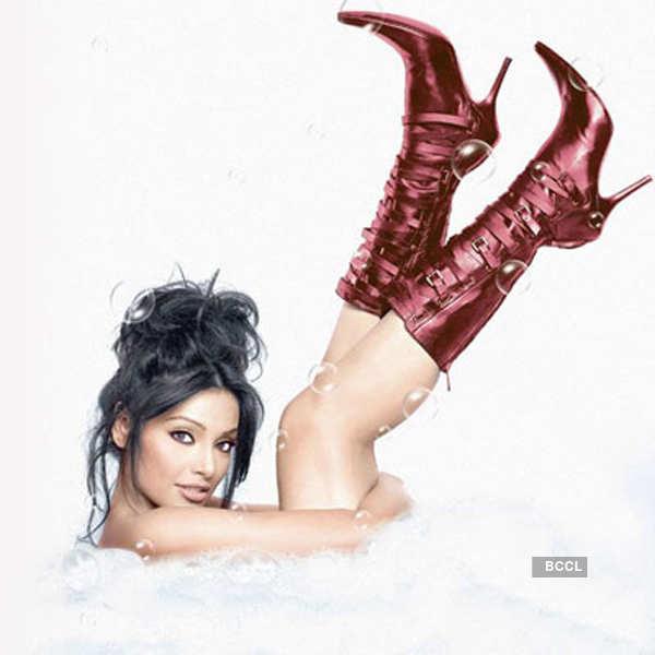Babes go 'boot-ilicious'