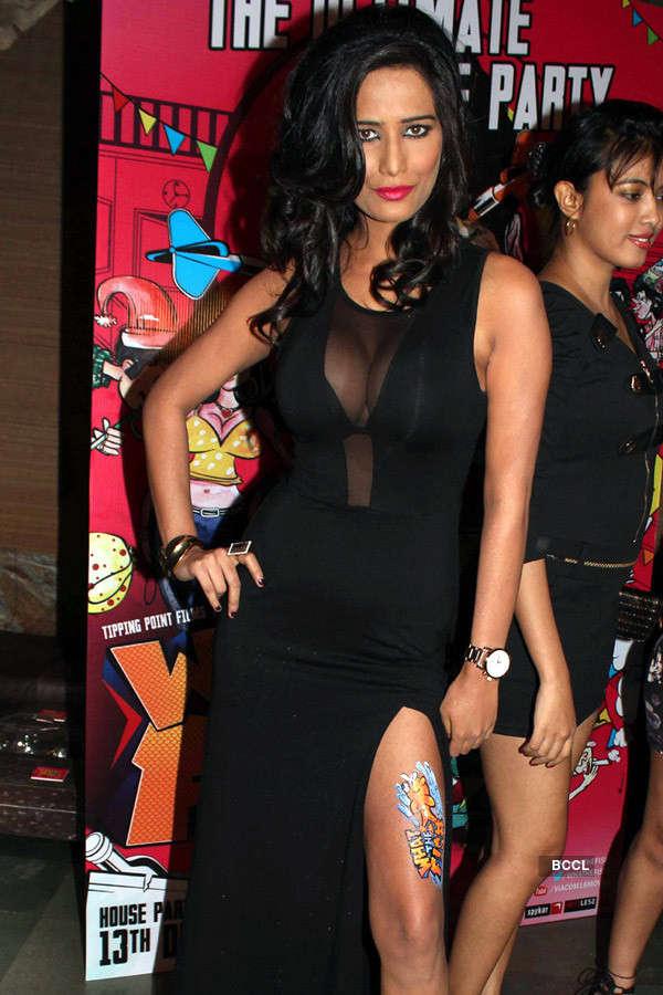 Divas in thigh-high slit gowns