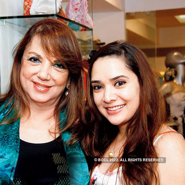 Aditya, Soha at a multi-designer boutique