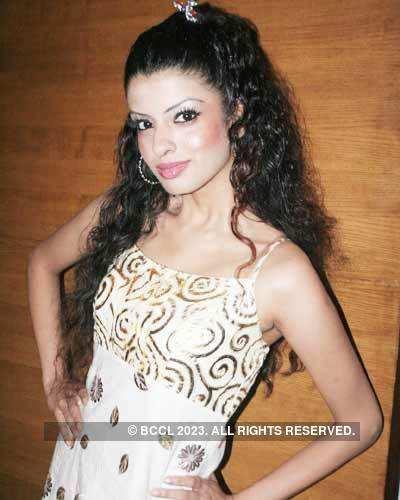 Moushmi Sanas Couture