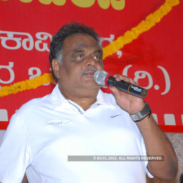 Ambareesh, Duniya Vijay observe May Day