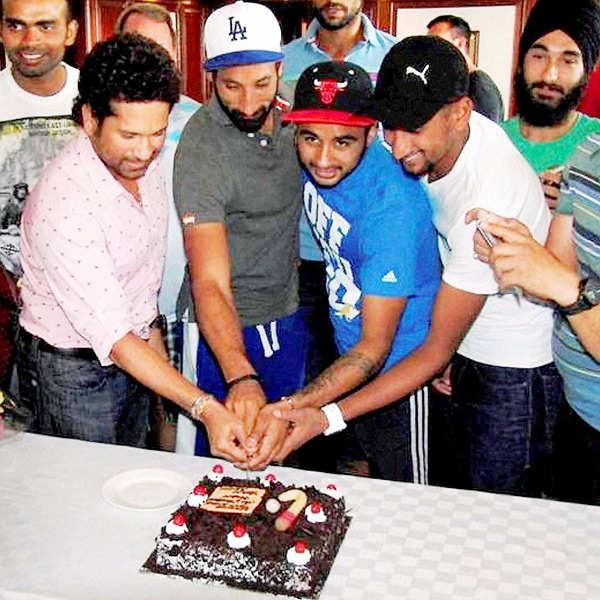 Sachin meets Indian Hockey team