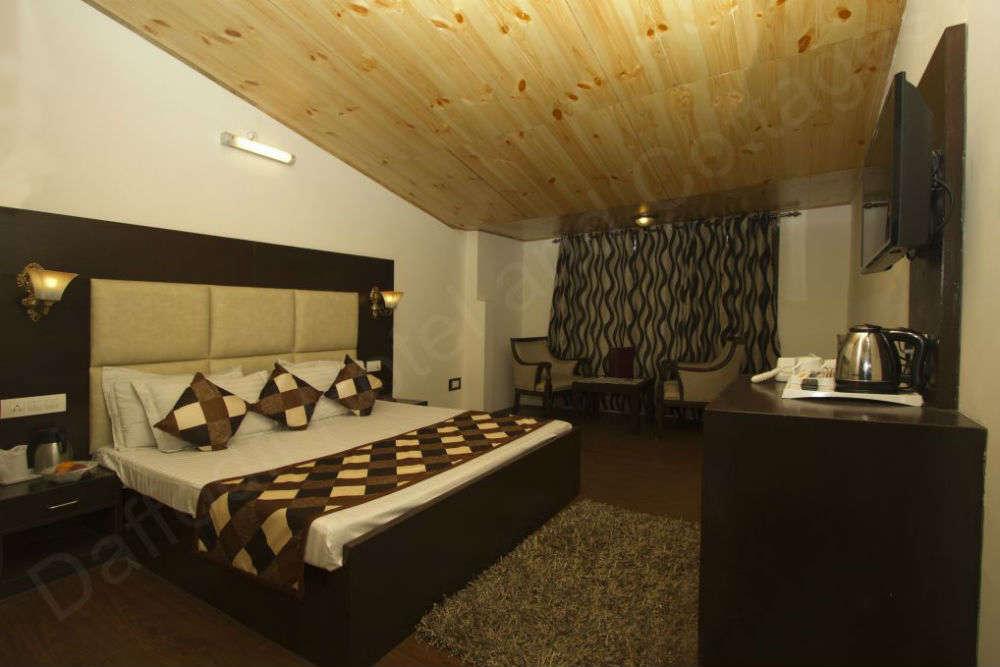 Mid-range hotels in Manali