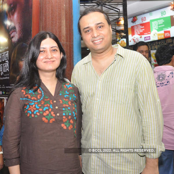 Premiere: Khashi Katha