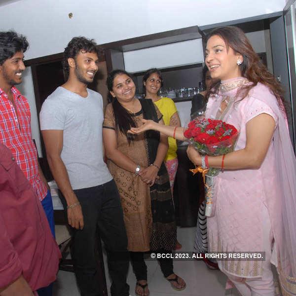 Juhi Chawla visits Ravichandran