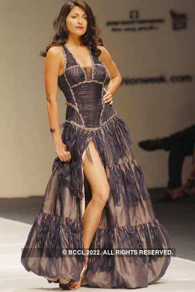 Enchanting celebs on ramp