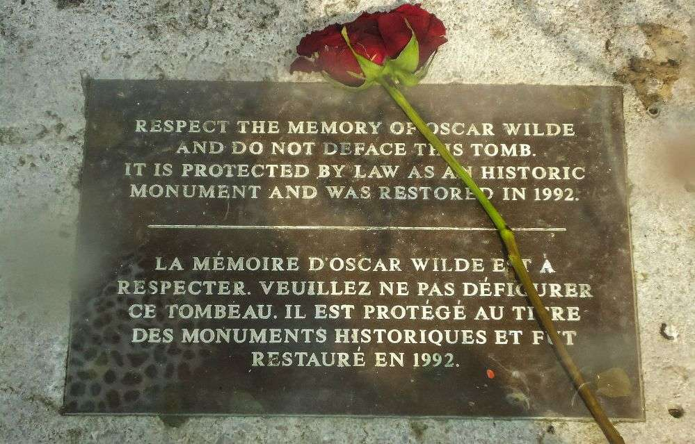 Oscar Wildes Tomb Paris Sightseeing Times Of India Travel