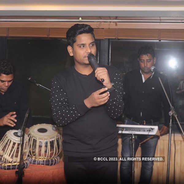Kamal Khan performs at Hiatus Bar