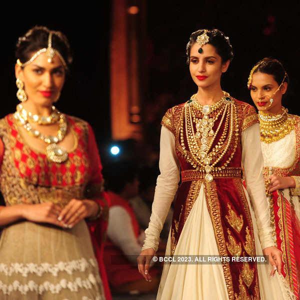 Bejeweled: Miss Indias walk for Shree Raj Mahal Jewellers