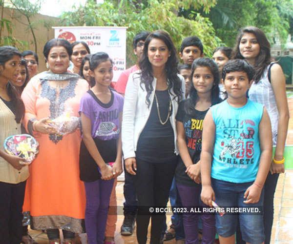 TV actors visit kids