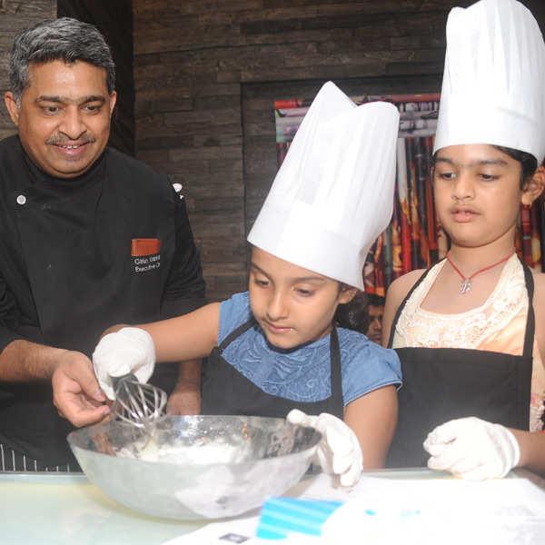 Ritu Beri hosts baking session
