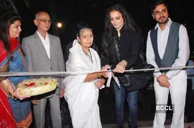 Rekha launches photo studio