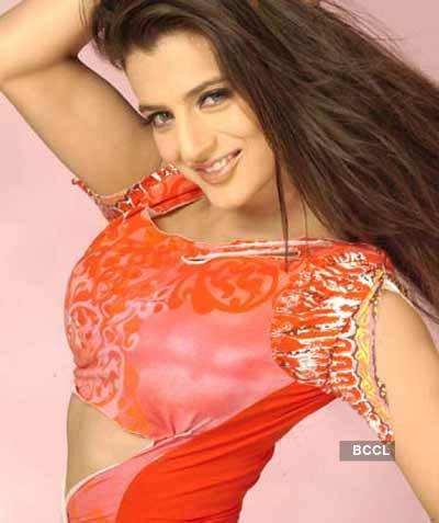 Ameesha: Smiling beauty