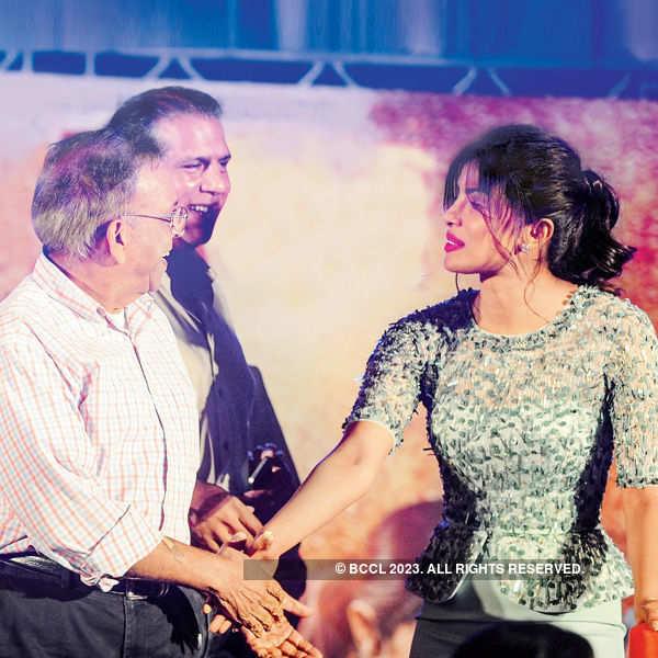Priyanka, Mary support women's empowerment