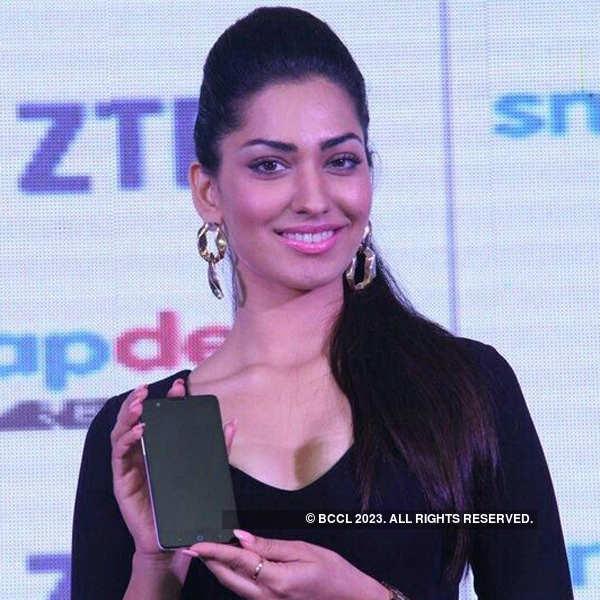 Jhataleka Malhotra launches of ZTE V5 model
