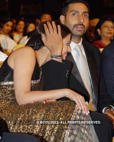 Filmfare '08: Hugs 'n' kisses