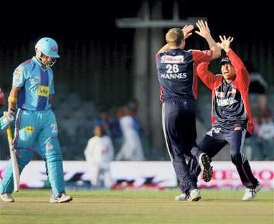 IPL: DD thrash MI