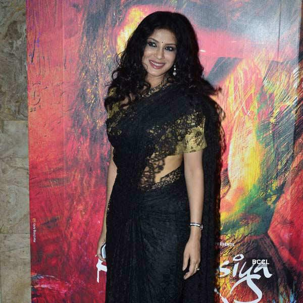 Rang Rasiya: Premiere