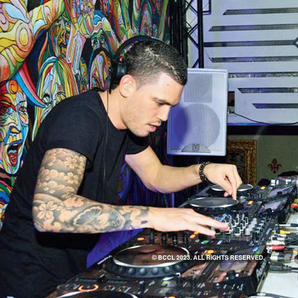 DJ Ralvero at Martin Garrix after-party