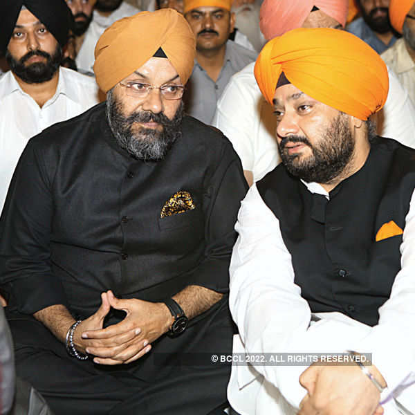 Politicos celebrate Gurupurab